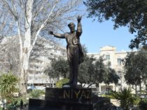 В Баку открыли памятник дирижеру Ниязи