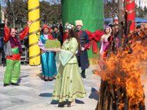 В Фестивале Новруза в Баку ежедневно принимали участие десятки тысяч человек