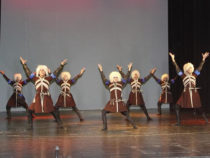 В Баку проходит Международный фестиваль фольклорного танца