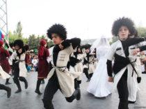 Жаркое лето Бакинского бульвара – танцы и песни народов мира
