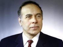 Роль выдающегося государственного деятеля, лидера Азербайджана Гейдара Алиева сыграл русский актер