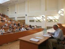 Азербайджан увеличит расходы на бесплатное образование