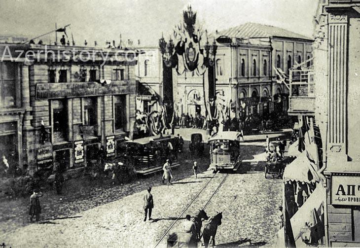 «Прогресс» затем «Модерн»-затем «Муза» в помещении пассажа Калантарова слева