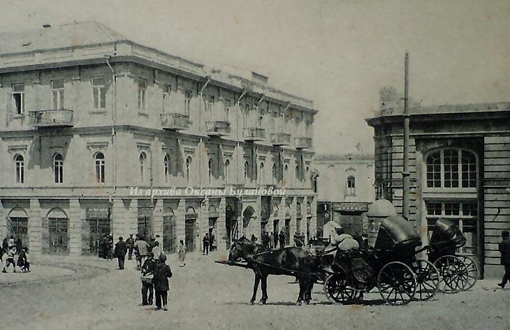 Пассаж Калантарова (справа). Слева г-ца «Метрополь»