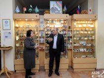 Состоялась презентация миниатюрной книги азербайджанской поэтессы Лейлы Бегим «Карабах шикестеси»