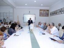 В Баку презентован первый том «Истории азербайджанской литературы»
