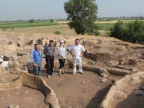 Российский ученый исследует керамику периода неолита Азербайджана