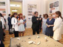Археологии Азербайджана и Франции представили редкие артефакты мировой значимости
