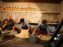 Кулинарное путешествие в Азербайджан: хлеб, масло, чай, люля-кебаб, музыка