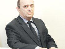 Азербайджанский ученый приобрел образец дивана продолжателя Насими