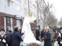 В Дербенте открыли памятник советскому и азербайджанскому государственному деятелю Гусейну Расулбекову