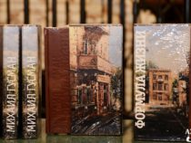 В Баку презентовали книги Михаила Гусмана «Формула жизни. Книга о папе и маме»