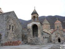 На камнях запечатлена такая информация, стереть которую невозможно — Худавенгский монастырский комплекс