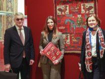 Ковер «Сураханы» XVIII века и 100 уникальных экспонатов искусства Азербайджана представлены в России